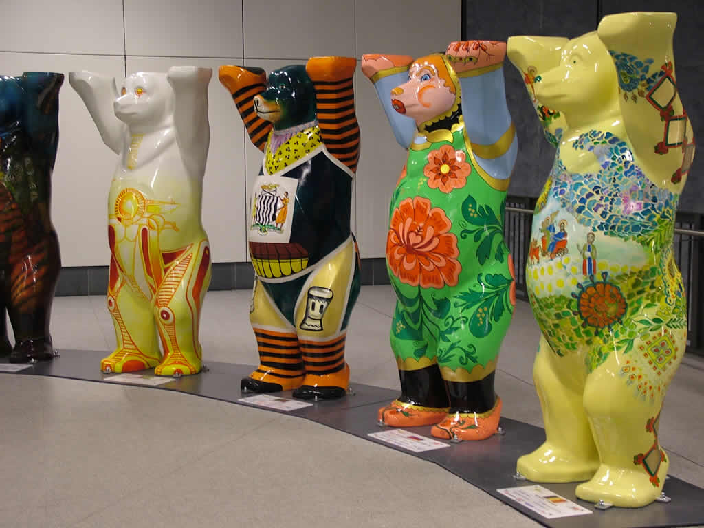Photo: United Buddy Bears revisit Berlin